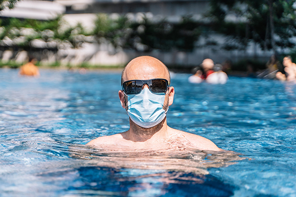 Pool with mask tiny